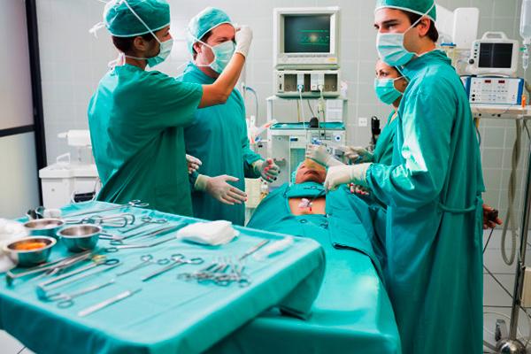 Хирургическое удаление кисты назначается по показаниям