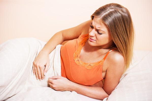 Тянущие боли внизу живота как симптом кисты яичника