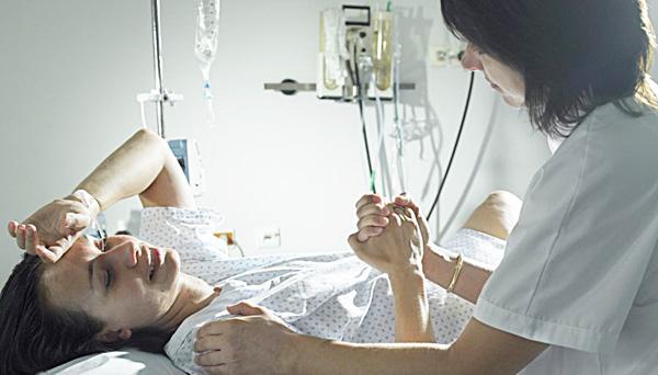 В реанимации женщина находится после операции до полного отхождения наркоза