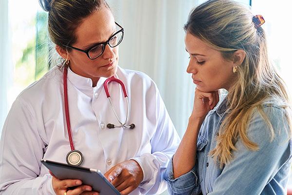 Консультация гинеколога при аномальных выделениях обязательна