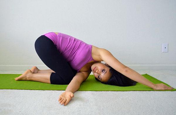 При миоме упражнения йоги на область живота не рекомендуются