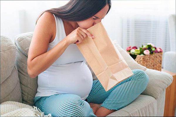 Тошнота при некрозе миомы у беременной